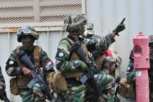 """Malaysian soldiers at RIMPAC 2014. They are referred as """"Malaysian Marines"""" in the US captions below. The M16A2s and armour vest are obviously on loan from the US Marines. Malaysian Marines """"prepare to engage """"enemy"""" forces at Pacific Missile Range Facility (PMRF) during the air assault portion of Rim of the Pacific (RIMPAC) Exercise 2014. Twenty-two nations, 49 ships and six submarines, more than 200 aircraft and 25,000 personnel are participating in RIMPAC from June 26 to Aug. 1 in and around the Hawaiian Islands and Southern California. The world's largest international maritime exercise, RIMPAC provides a unique training opportunity that helps participants foster and sustain the cooperative relationships that are critical to ensuring the safety of sea lanes and security on the world's oceans. RIMPAC 2014 is the 24th exercise in the series that began in 1971. (U.S. Navy photo by Mass Communication Specialist 2nd Class Mathew J. Diendorf/Released)"""