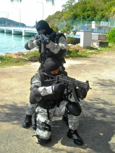 APMM STAR team personnel  with with Swiss Arms SG-553SB and Heckler & Koch UMP 9mm during the LIMA 2011. Wikipedia