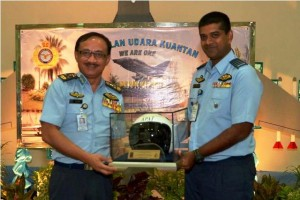 Lt Jen Affendi receving a flight helmet as a memento from current 19th Sqn CO Lt Kol Sebastian William (right) in May, 2015. Picture from Kelab Penyokong TUDM Facebook.
