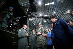 A Nuri armed with a 12.7mm machinegun during a visit by Defence Minister Datuk Seri Hishammudin Hussein in late 2014.