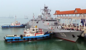 Adhafer being assisted to her berth at BCC. The rails on top of the bridge are only temporary safety measures. www.malaysiandefence.com