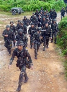 A typical Army platoon on the move. The unit is soldiers with the 4th RAMD at Eks Haringgaroo 15.