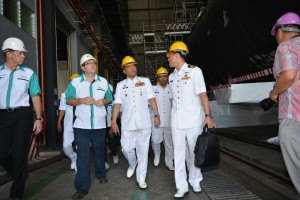 Kamarulzaman (second from right) taking a look on the submarine.