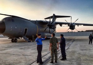 Hishammuddin (centre) preparing to board A400M M54-01 for Johor, on March 28, 2016 for the Starstreak firings. Twitter PTL.