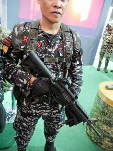 A Philippine Army Special Forces operator with the Remington R4.