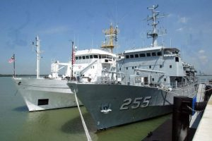 KD Mutiara prior to joining the MH370 search operations. Next to her is KD Perantau.