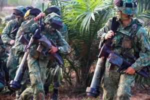 Soldiers from Singapore Army in action during training with the Malaysian Army during Eks Semangat Bersatu in Johor, last week. BTDM picture.